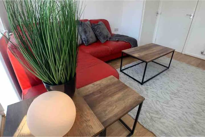 2 Bed House -Waterside Luxury Living, Central Area