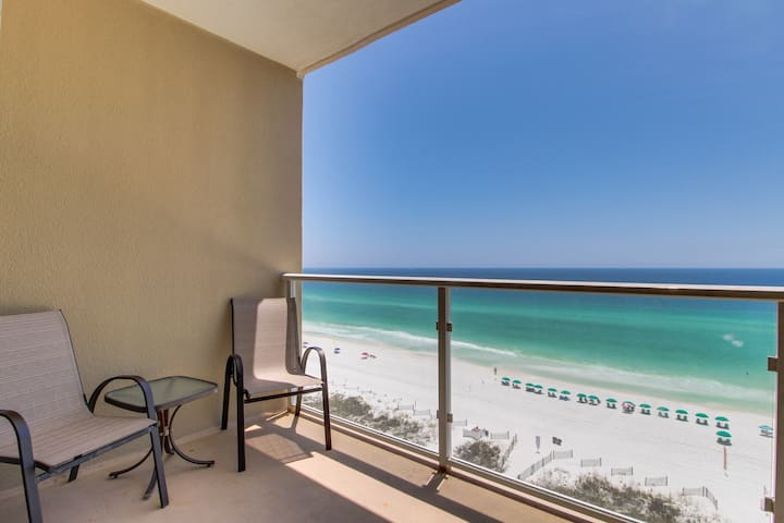 Family-friendly condo w/ beach & pool view - access to shared pool spa & gym!