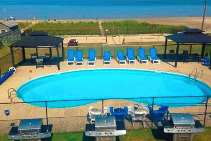 Bayfront Beach 3AB | Wasaga Beachfront Pool Condo