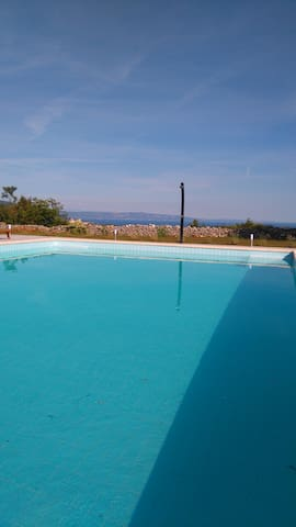 Apartments with big swimming pool - Rakalj
