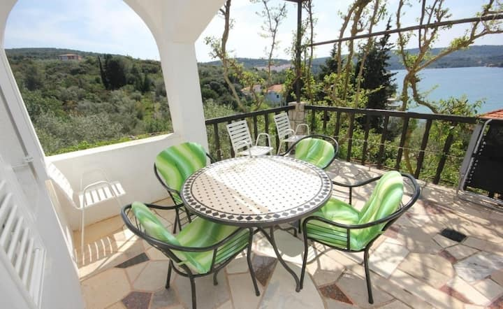 Apartman Janja - terrace and sea view A1(2+2) Nečujam, Otok Šolta