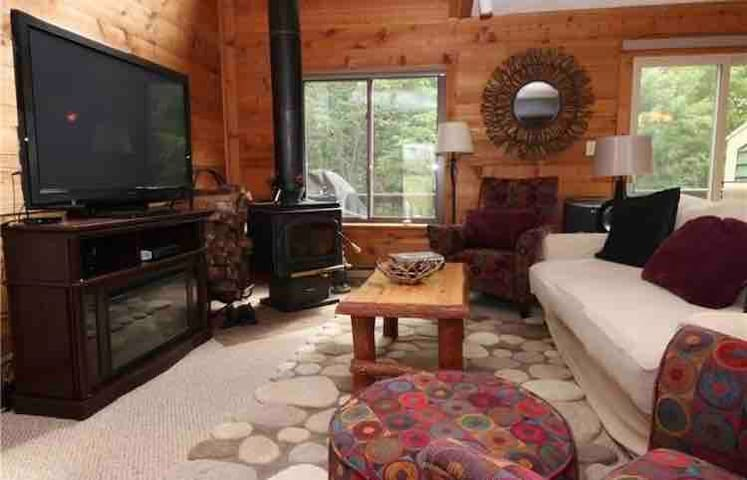 Warm and Relaxing family getaway at Hidden Valley!