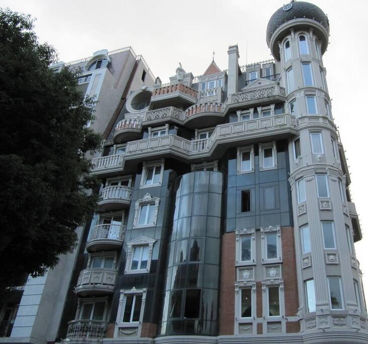 Вид на дом с улицы Руставели
