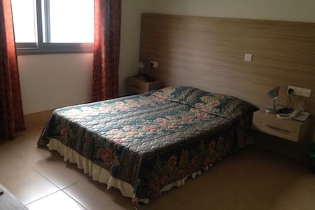 Room with en-suite bathroom - 2 minutes from Lidl - Larnaca - Bed & Breakfast