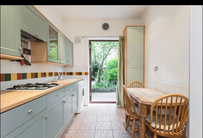 Beautiful 2 bed house with  garden