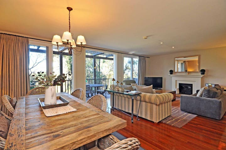 Villa 3br Beaujolais luxe + style Resort Condo located within Cypress Lakes Resort (nothing is more central)