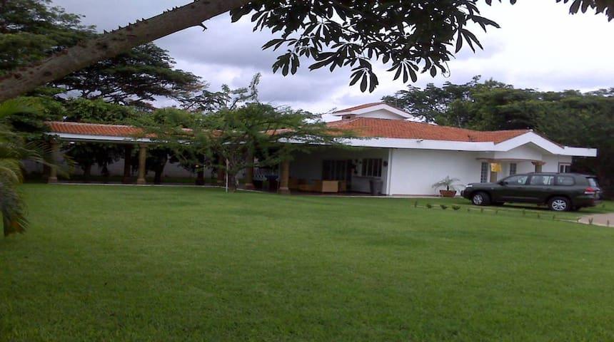 Villa para descanso-residencia segura y equipada - Casa de camp