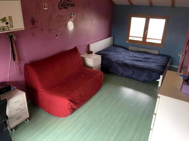 Chambre spacieuse pour 1 à 4 personne avec piscine