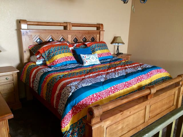 Cozy & Colorful Granby Loft--Two Bedroom--Sleeps 8 - Granby - Lyxvåning