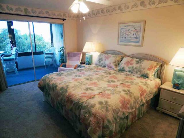 Quiet Relaxing Beauty - with Just a Short Walk to - Siesta Key - Condo