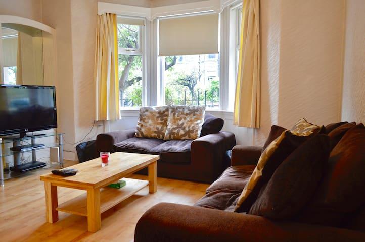 Comfortable 2 Bedroom apartment in Blackford