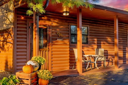 Sweetwater's Rustic Log Cabin Country