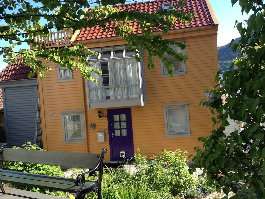 2/8: Typical Bergen house. (The cat door have been removed since the photo were taken.)