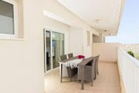 Avlida Holiday Appartment, Flat 34, Block E - 帕拉利米尼 - 公寓