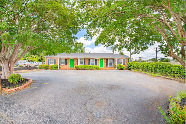 G- unit. 3 bed/1 bath close to downtown Greenville
