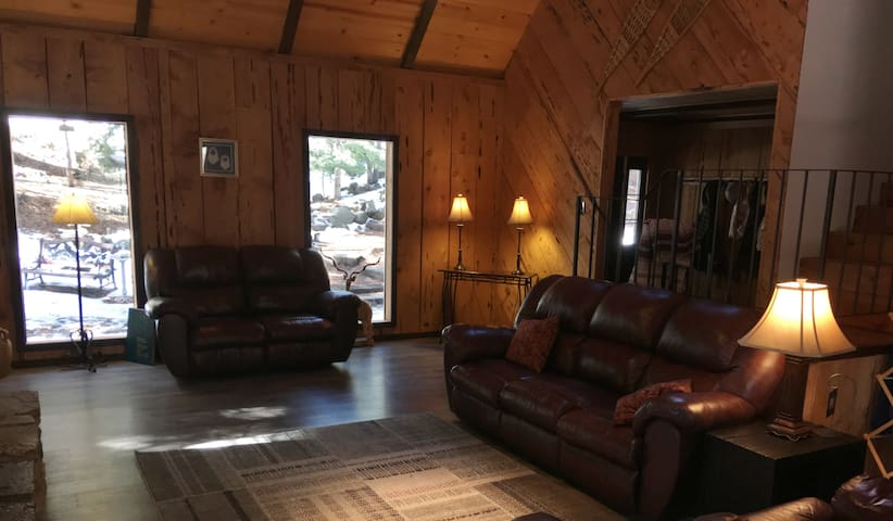 TRUCKEE MOUNTAIN RETREAT  5 * HOME AT A 3* RATE