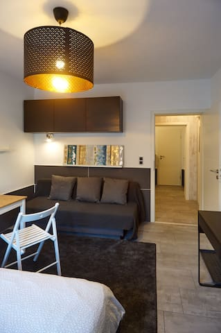 Apartmentzimmer möbliert 1-3 Personen neu saniert