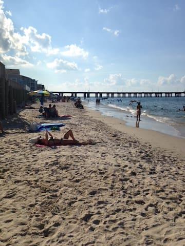 Chic's Beach Quirky Grande Dame