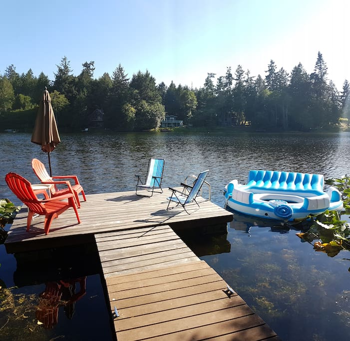 Your own sunny southfacing dock on the swimming lake