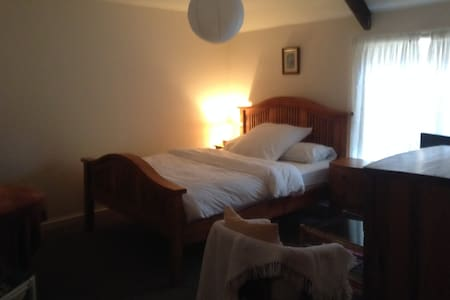 SPACIOUS DOUBLE ROOM - Crickhowell
