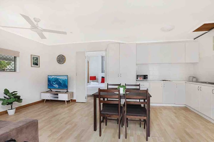 Central Mooloolaba 'Pet Friendly' - 1 bedroom unit