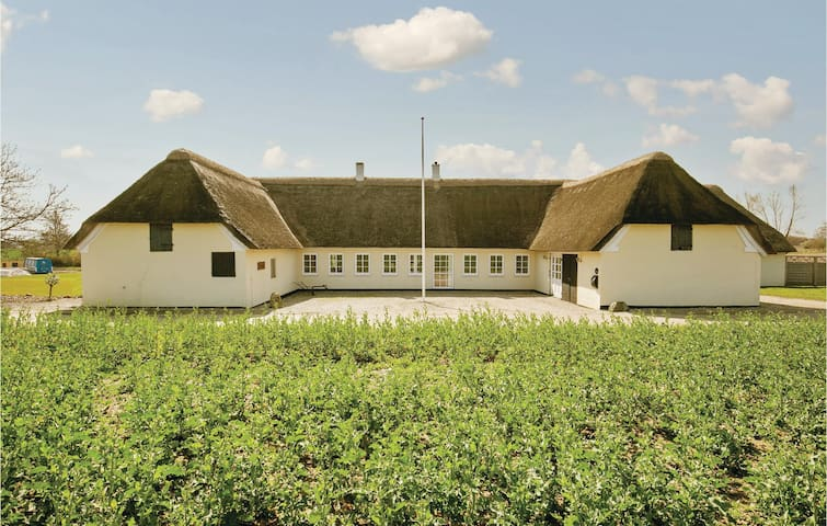 Former farm house with 4 bedrooms on 160 m² in Nyborg