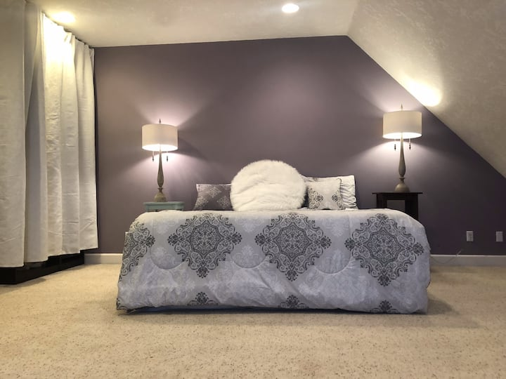 West Salem * King bed home*   5 min to downtown