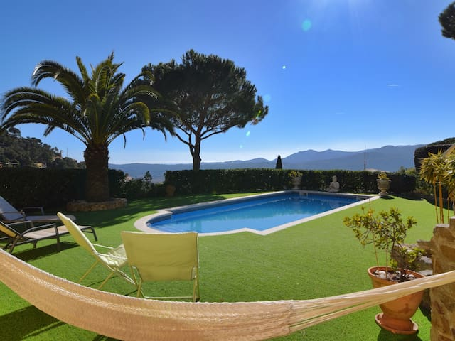 VILLA WITH PRIVATE POOL WITH VIEW TO THE WALLEY