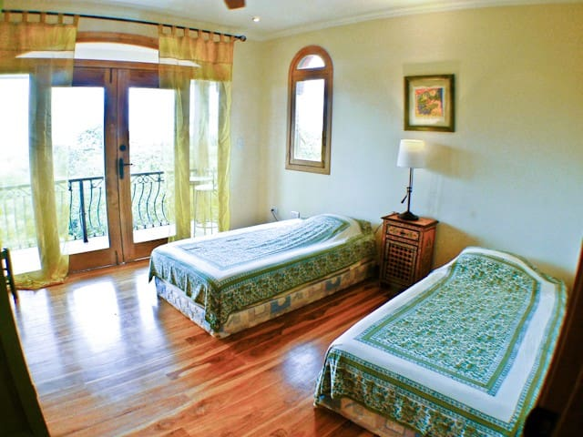 OCEAN facing bdrm - twin beds can be  put together to make 1 King