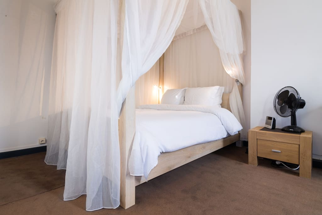 room 3, four poster double bed