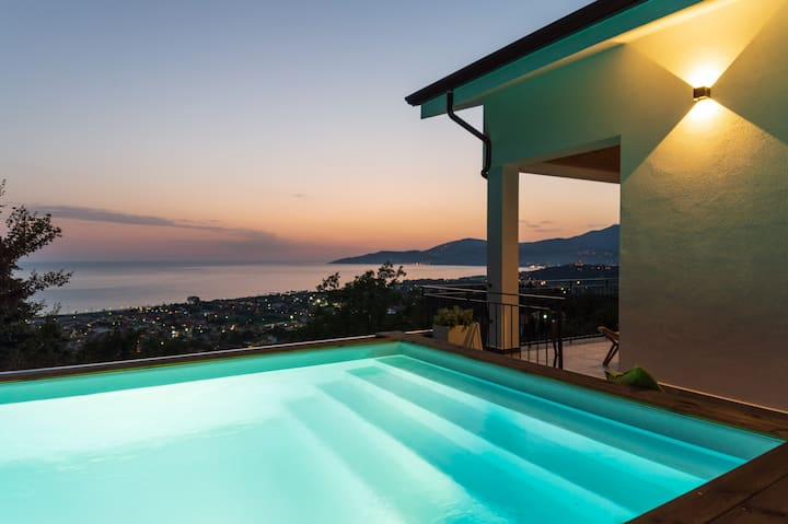NAIMA BOUTIQUE VILLA · Villa contemporanea con piscina privata vista mare