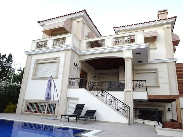 LUXURY VIRGINIA BEACH VILLAS  LIMASSOL - Agios Tychon - House