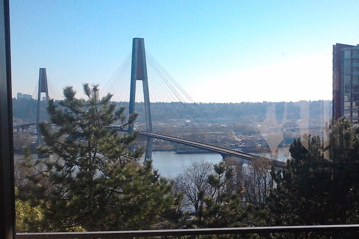 1 Bedroom Suite with Postcard View of Fraser River - New Westminster - Departamento
