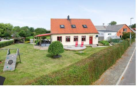 Great villa for the LARGE family in Simris Village