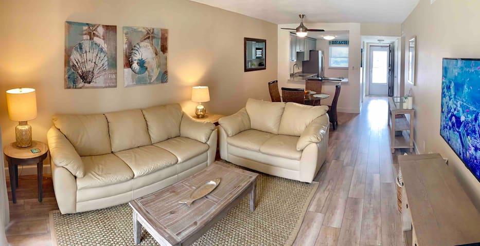 Cool & comfortable leather sofa/loveseat