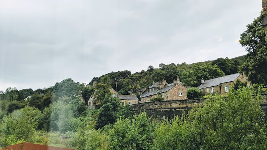 × Den's Palace × Chic Retreat in Chinley ×