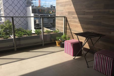 Shared space in a brand new friendly apartment! - Arncliffe