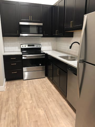 122 Hill - Renovated 2 Bed / 2 Bath