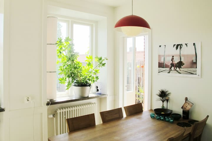 A room in a 3 room apartment close to the metro