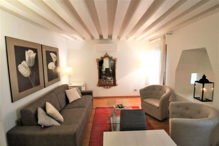"""San Marco Canal View """"Music"""" Apartment"""