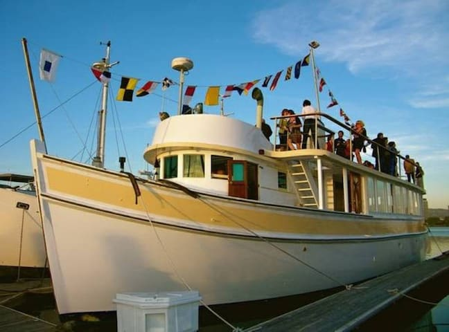 Luxury stateroom on a private 80' classic yacht - Suisun City - Boutique-hotell