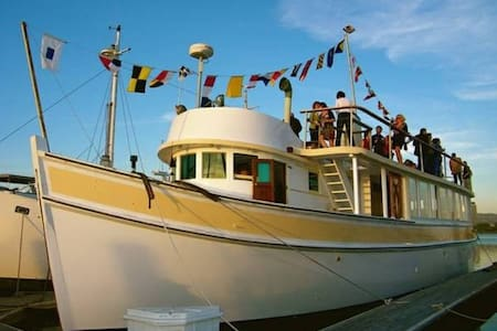 Luxury stateroom on a private 80' classic yacht - Suisun City - Butikhotel
