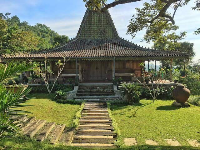 Antique Javanese House - Cijeruk - (ukendt)