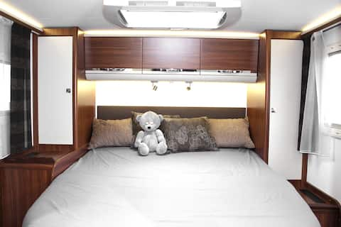 Comfortable and equipped motorhome by the sea
