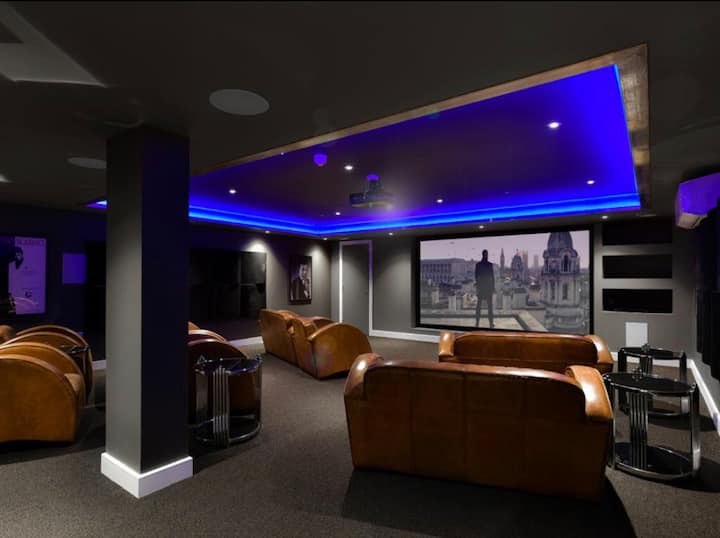Luxury Apartment With Cinema and Gym