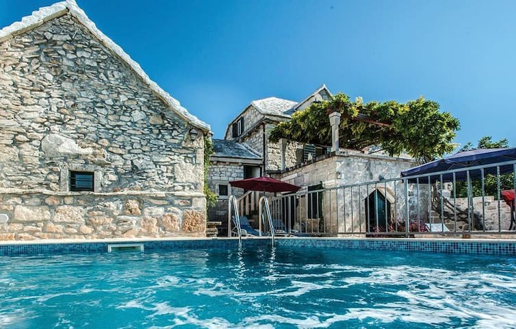 Holiday house Pergola with pool, seaview