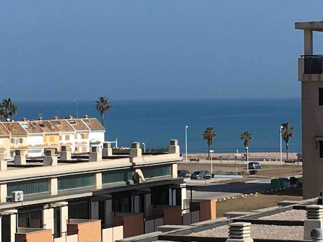 Piso acogedor con vistas al mar