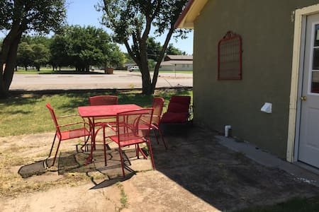 Cozy Home along Historic Route 66 and I-40 - Shamrock - Apartamento