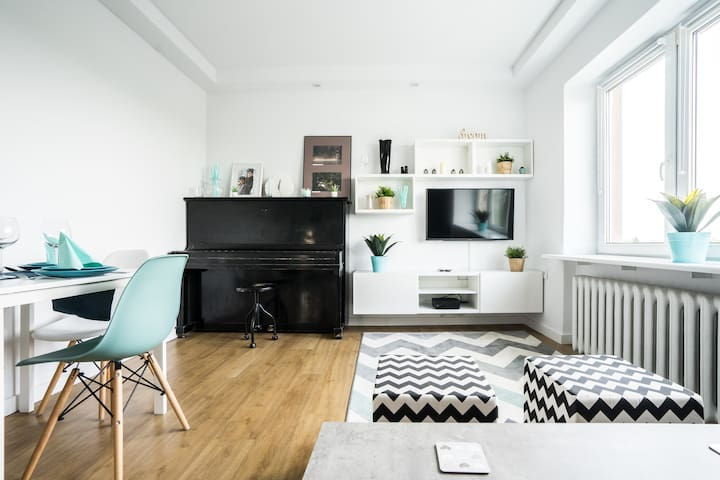 Modern apartment 200m to subwayWi-Fi/Netflix/Piano