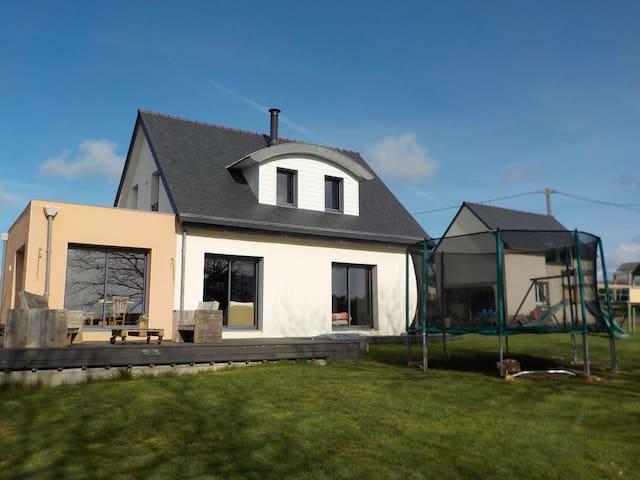 Maison moderne au coeur de la Bretagne authentique - Plouhinec - Huis